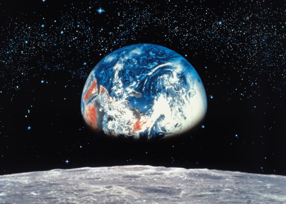 komar-8-019-earthmoon.jpg